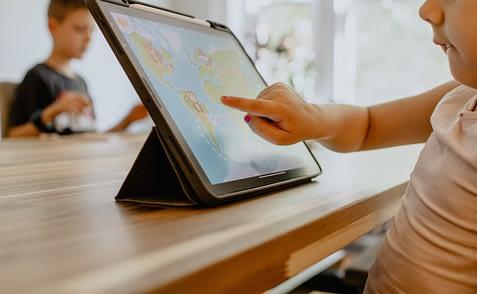 kid-using-tablet-Photo-by-Kelly-Sikkema-on-Unsplash